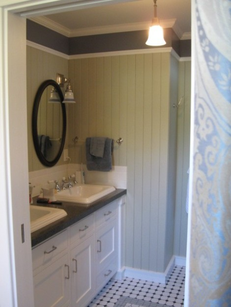 Double sinks with elbow room