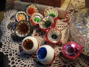 Antique Christmas decorations 101