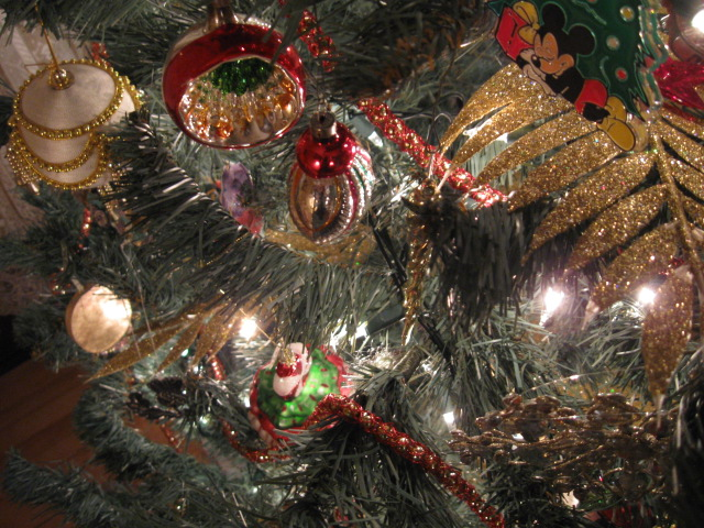 antique christmas decorations - Christmas Tree Decorated With Vintage Ornaments