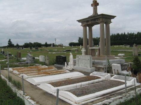 No visit to a home town is complete without going to the cemetery to visit relatives