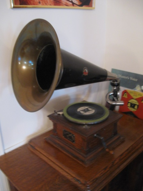 Old Victrolas still Collectible